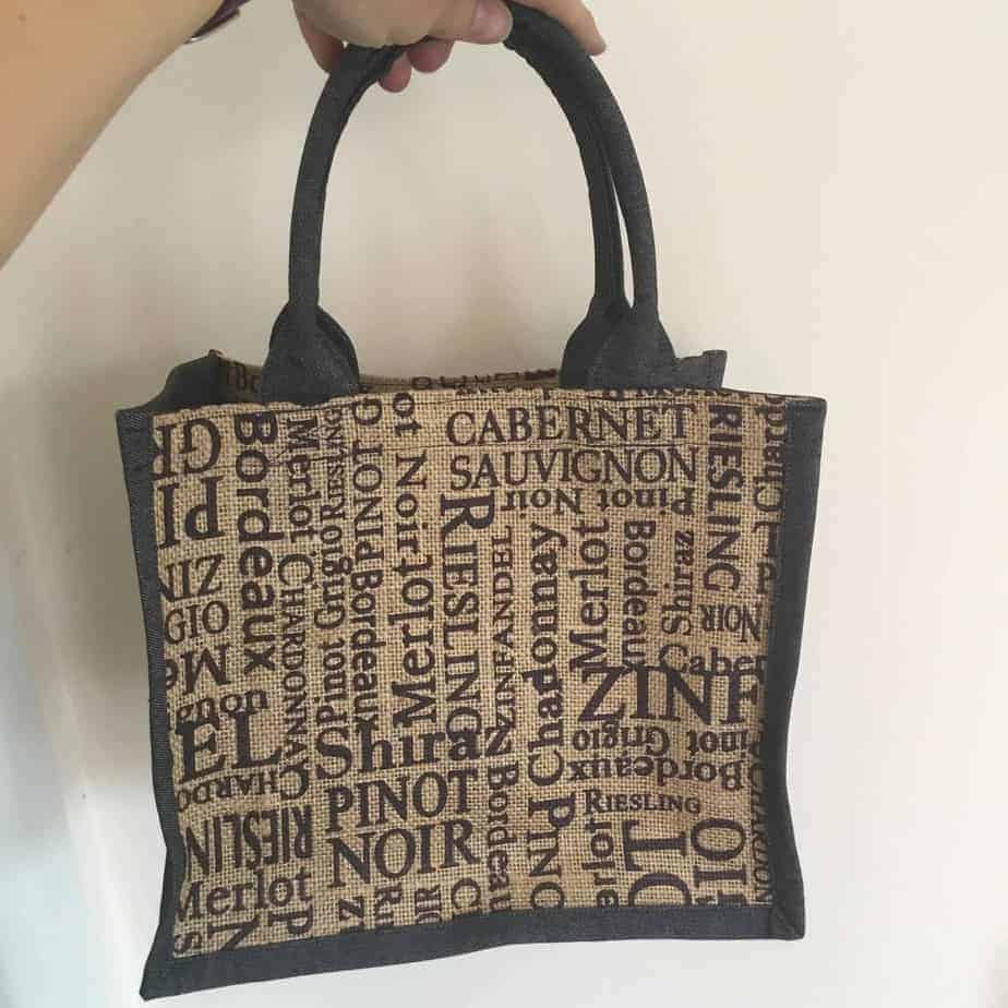 The Flexi Tote PDF sewing pattern - a small tote that can be used for lunch, shopping or craft projects. Pattern by fabricandflowers | Sonia Spence