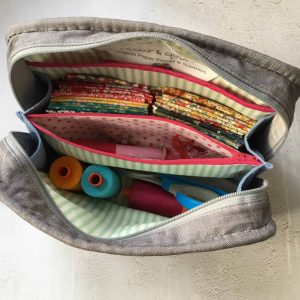 The (Not So) Little Zippy Pouch packed with a sewing project ready to go. 5 tips for how to plan and make quilt projects.