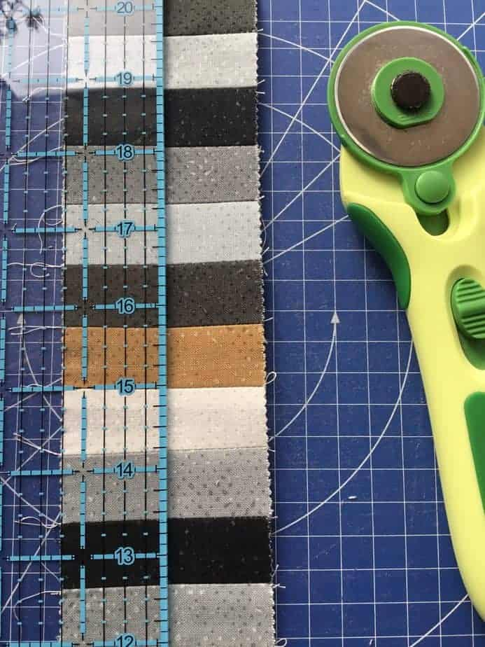 Tutorial for Medallion quilted cushion with tips for accurate piecing by fabricandflowers